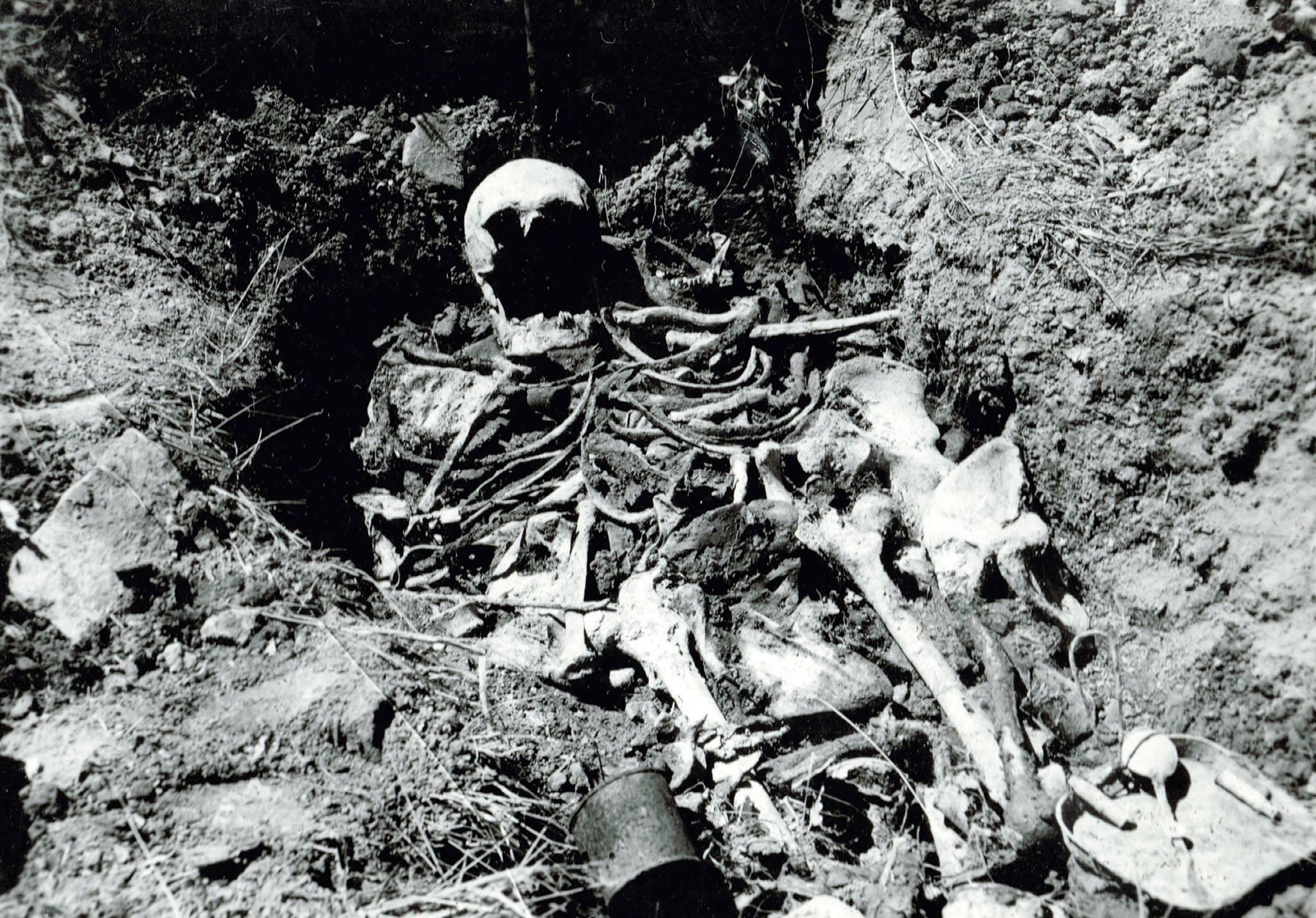 1929 Vyberanie kostí