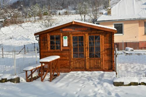 Obchodík s informačným centrom v zime