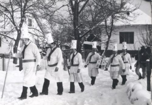 1986 Betlehemci v pozadí Olenoƒinov dom (I.)