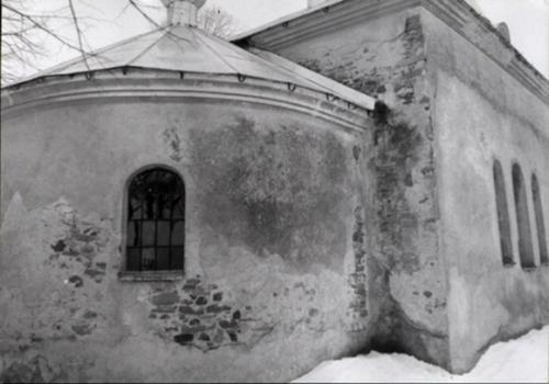 1986. Poškodený chrám